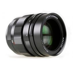 Obiettivo Voigtlander Nokton 42.5mm f/0.95 attacco micro 4/3
